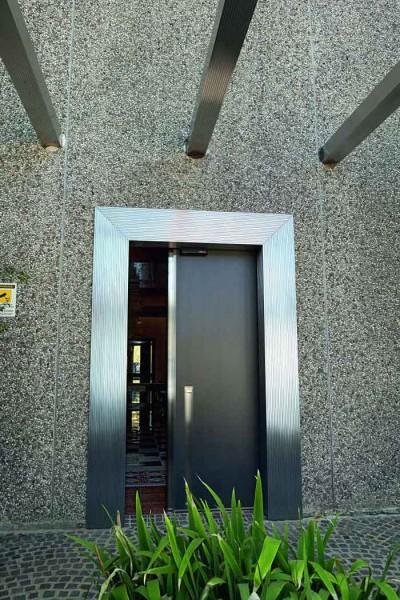 Porta blindata scorrevole per esterno